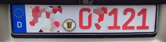 Rotes Kennzeichen an einem Pkw
