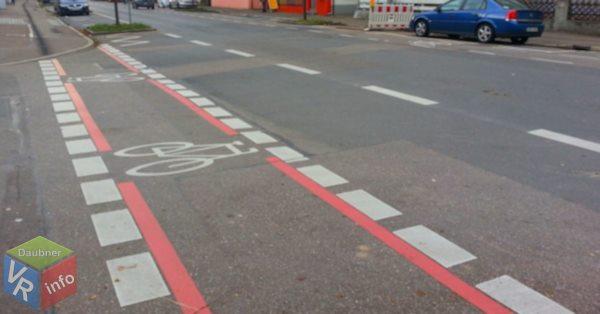 Radweg an einer Einmündung