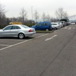 Ein Supermarktparkplatz