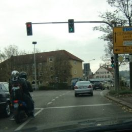 Roller überholt rechts