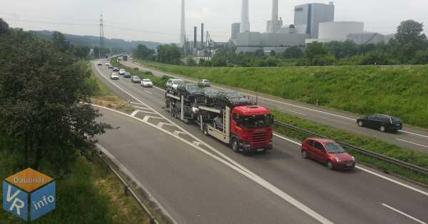 Rechtsüberholen Fahrzeugschlange Autobahn